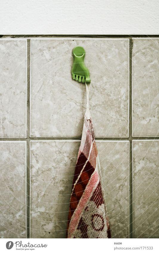 Old Wall (building) Wall (barrier) Feet Flat (apartment) Arrangement Retro Bathroom Tile Plastic Dry Personal hygiene Nostalgia Toes Towel Checkmark