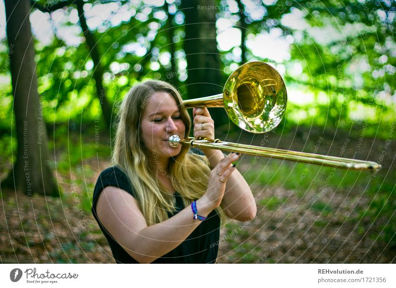 Jacki trombone. Leisure and hobbies Human being Feminine Young woman Youth (Young adults) 1 18 - 30 years Adults Art Culture Music Musician Environment Nature