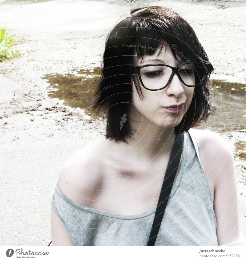 Woman Sun Face Gray Facial expression Eyeglasses Shoulder Nature Wink Pallid Grimace Skeptical Doubt Insulted Exasperated Collarbone