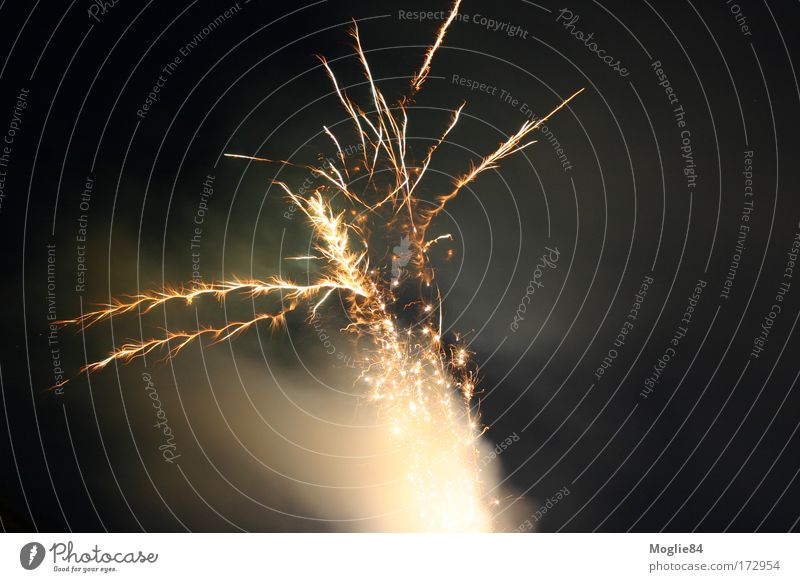 Movement Feasts & Celebrations Gold New Year's Eve Firecracker Visual spectacle Spark Explosion Explode Explosive Pyrotechnics Dark background