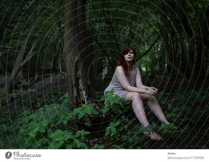 in the wood Feminine 1 Human being Forest T-shirt Red-haired Long-haired Observe Think Looking Sit Wait already Emotions Moody Contentment Trust Watchfulness