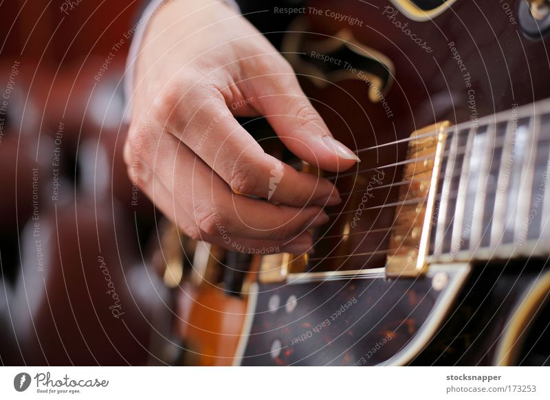Guitar pickin' Guitarist Hand Fingers fingering picking Hoe Picked Jazz instrument Music Sound Musical instrument string Accuracy Close-up