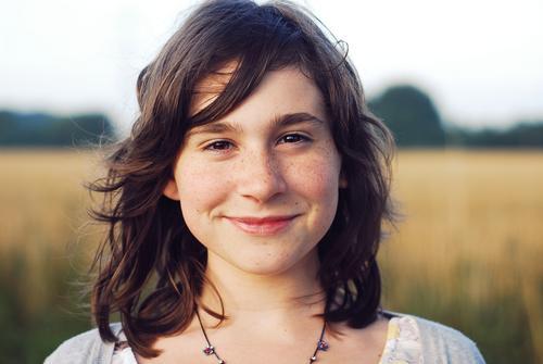 Une fille heureuse ... Colour photo Exterior shot Copy Space left Copy Space right Evening Twilight Shallow depth of field Portrait photograph