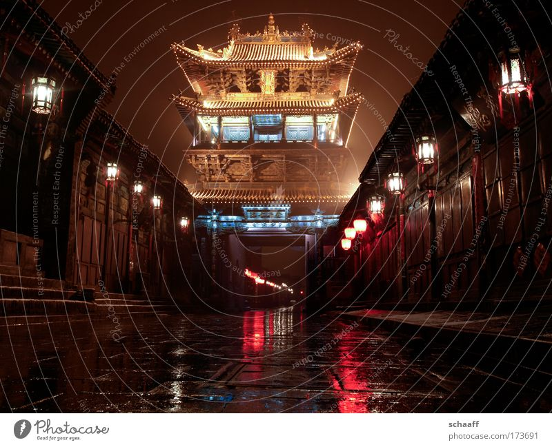 deceptive calm Colour photo Exterior shot Deserted Copy Space bottom Night Contrast Reflection Worm's-eye view Front view Elements Night sky Pingyao China Asia
