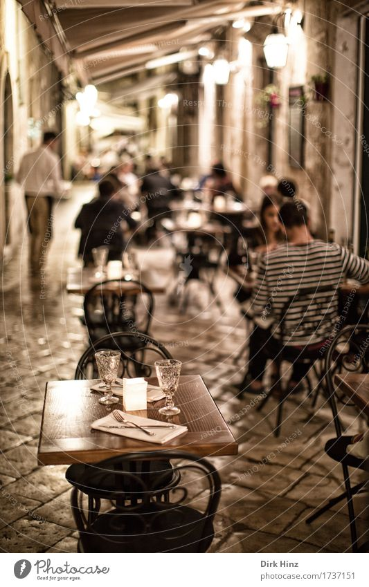 available space Lifestyle Vacation & Travel Tourism Trip City trip Summer Decoration Chair Table Night life Event Restaurant Going out Eating Drinking