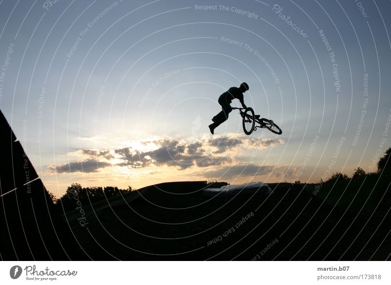 360° Tailwhip Colour photo Exterior shot Twilight Back-light Long shot Funsport Extreme sports Dirt Jumping slopestyle Freestyle Cycling Clouds Sunrise Sunset
