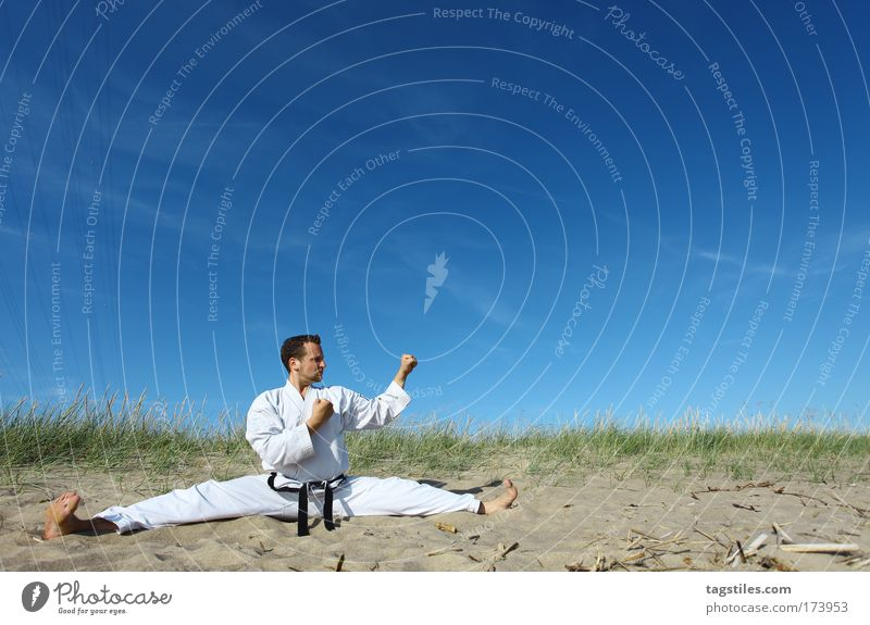 CHILL OUT MOVE chill out move Taekwondo Splits Beach Karate Fighter Martial arts Martial artist Colour photo Copy Space top Sebastian Clever Black Belt