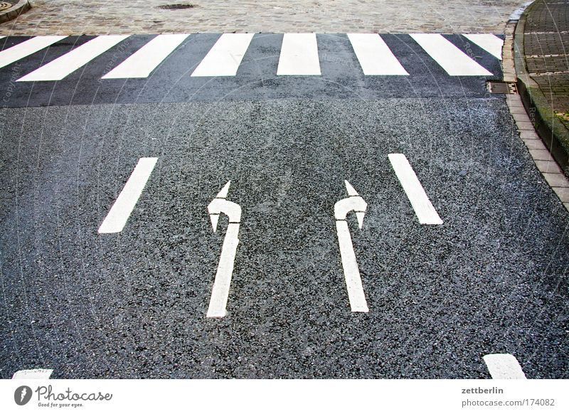 Right or left? Street Road traffic Traffic lane Lane markings Signs and labeling Traffic regulation Rule Information Asphalt Driving Direction Characters times