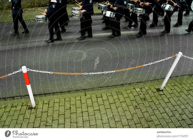 Music Feasts & Celebrations Village Moving (to change residence) Sidewalk Opinion Chain Barrier Tradition Drum Uniform March Ceremony Drummer Parade In step
