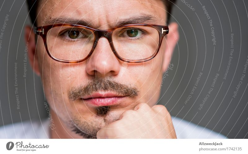 Close Portrait 4 Masculine Young man Youth (Young adults) Man Adults Face 1 Human being 30 - 45 years Eyeglasses Brunette Moustache Threat Grouchy Animosity
