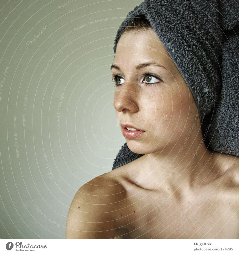 Wishful thinking Masculine Young woman Youth (Young adults) Woman Adults 1 Human being 18 - 30 years Looking Towel Violet Blue Eyes Upper body Skeleton Mouth