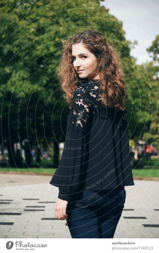 young woman looks over shoulder Lifestyle Beautiful Human being Feminine Young woman Youth (Young adults) Woman Adults 1 18 - 30 years Park Places Jeans