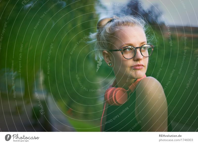 Alexa Cityhipster. Human being Feminine Young woman Youth (Young adults) Woman Adults Face 1 18 - 30 years Culture Youth culture Listen to music Media