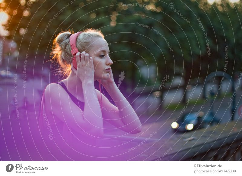 Tone color, purple. Human being Feminine Young woman Youth (Young adults) Woman Adults 1 18 - 30 years Music Listen to music Media Tree Small Town Downtown