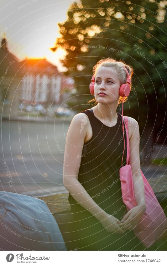 Alexa Cityhipster. Lifestyle Style Leisure and hobbies Entertainment electronics Human being Feminine Young woman Youth (Young adults) 1 18 - 30 years Adults