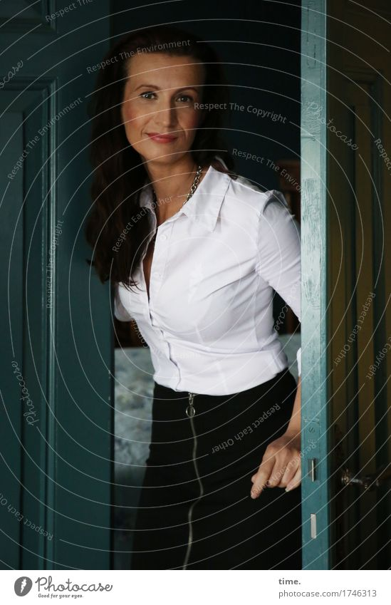 . Living or residing Door Doorframe Feminine 1 Human being Shirt Skirt Brunette Long-haired Observe To hold on Smiling Looking Stand Friendliness Beautiful