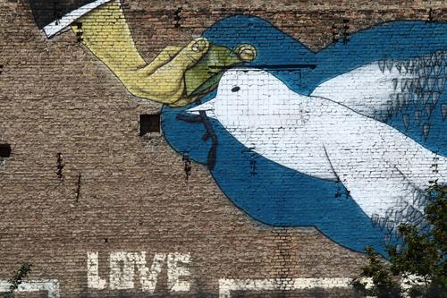 clay pigeon shooting Hand Art Painter Street art Graffiti Town Capital city Wall (barrier) Wall (building) Facade Bird Pigeon Sign Characters Dove of peace