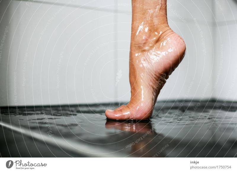 you can stand on one leg I Beautiful Personal hygiene Pedicure Take a shower Woman Adults Life Feet Women`s feet Barefoot 1 Human being Stand Esthetic Wet