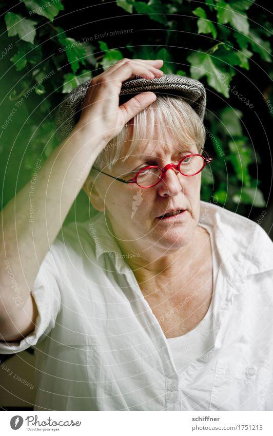 AST 9   Bauer Lindemanns Zivi pennt Human being Feminine Woman Adults Female senior Head Arm 1 45 - 60 years Think Sadness Frustration Perplexed Eyeglasses Cap