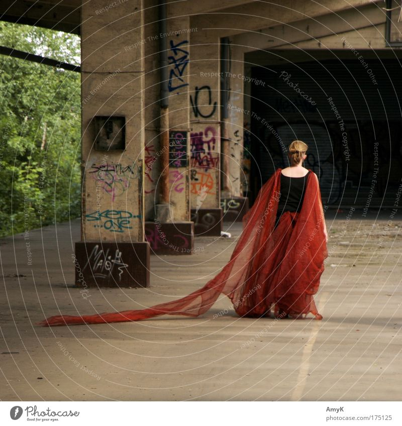 queen distopia Colour photo Exterior shot Copy Space top Copy Space bottom Day Contrast Long shot Full-length Rear view Looking away Feminine Woman Adults 1