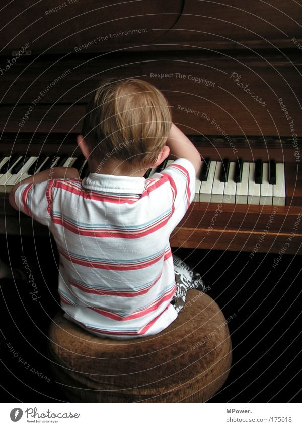 Human being Child Loneliness Playing Emotions Boy (child) Music Infancy Brown Masculine Exceptional Cool (slang) Stripe Musical instrument Brunette Keyboard