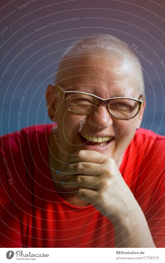 Susi laughs. Healthy Health care Medical treatment Illness Human being Feminine Woman Adults Face 1 30 - 45 years T-shirt Eyeglasses Bald or shaved head