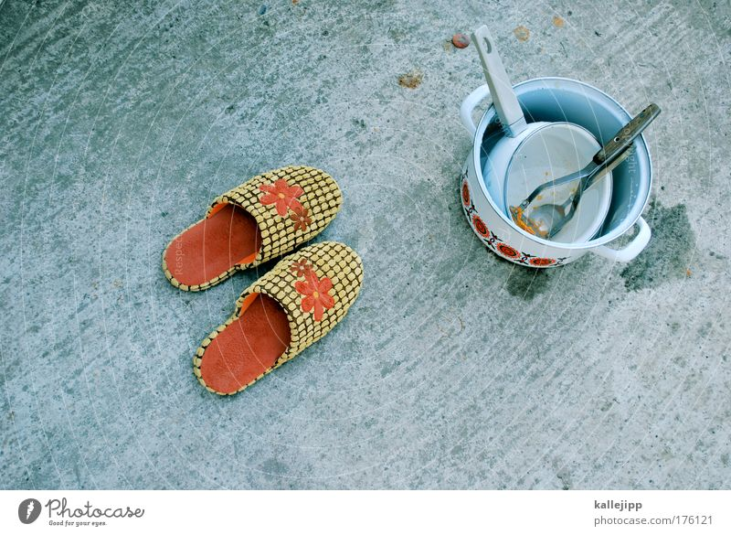 Nutrition Footwear Flat (apartment) Living or residing Idyll Crockery Bird's-eye view Pot Household Cutlery Slippers Flowery pattern Lemon squeezer
