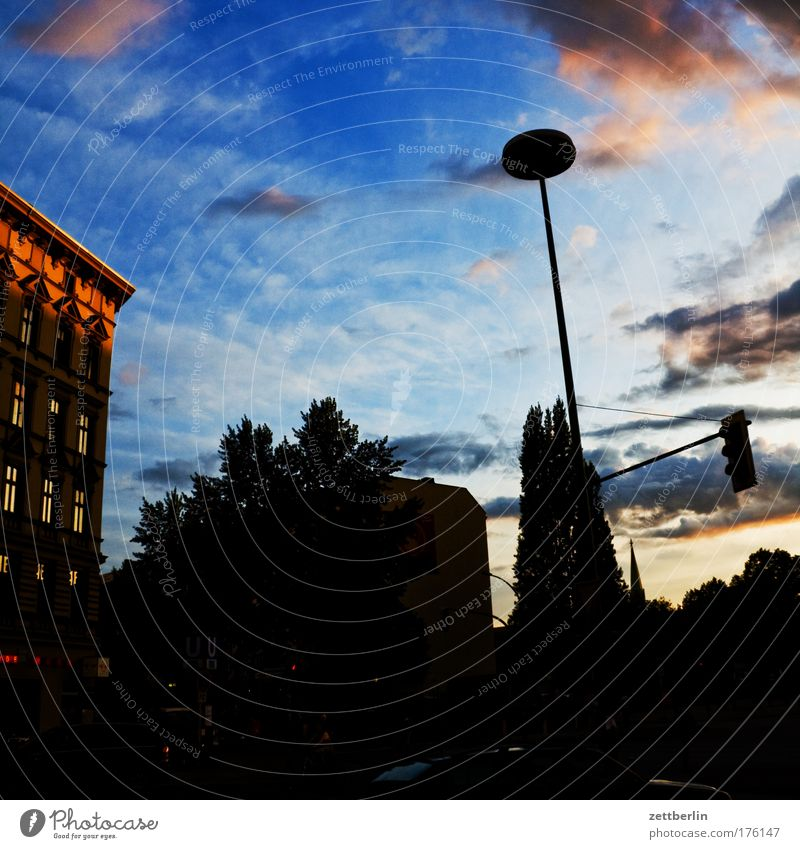Summer House (Residential Structure) Clouds Berlin Building Rain Architecture Weather Thunder and lightning Dramatic Cumulus Storm clouds Dramatic art Summer evening Menacing