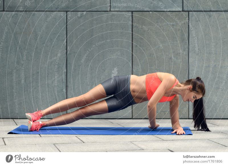 Fit young woman doing side planks Lifestyle Body Sports Woman Adults 1 Human being 18 - 30 years Youth (Young adults) Brunette Fitness athlete athletic