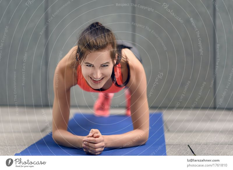 Fit young woman doing planks Lifestyle Happy Body Face Sports Woman Adults 1 Human being 18 - 30 years Youth (Young adults) Brunette Fitness Smiling athlete