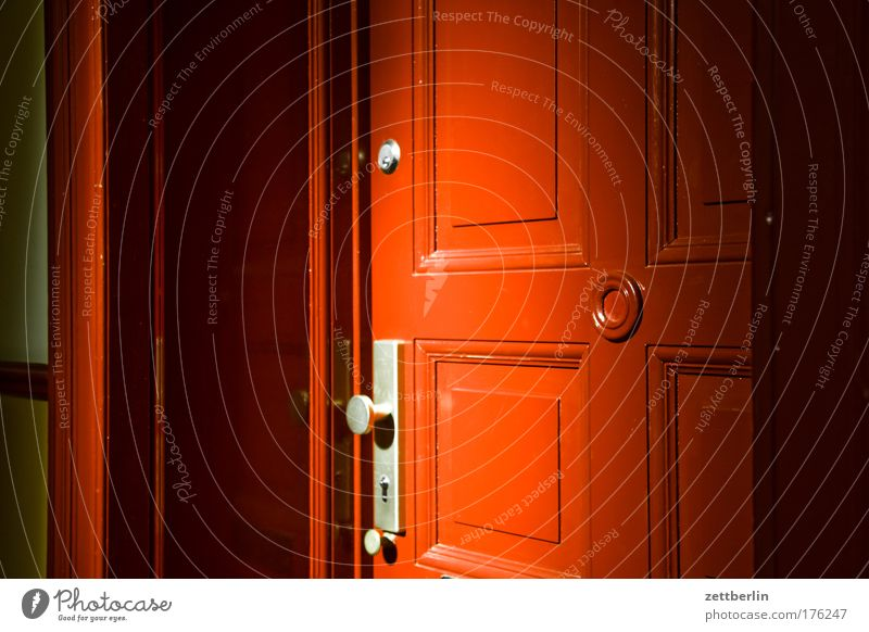 House (Residential Structure) Building Flat (apartment) Door Closed Lock Tenant Neighbor Town house (City: Block of flats) Landlord Hollow Peephole Keyhole Knob