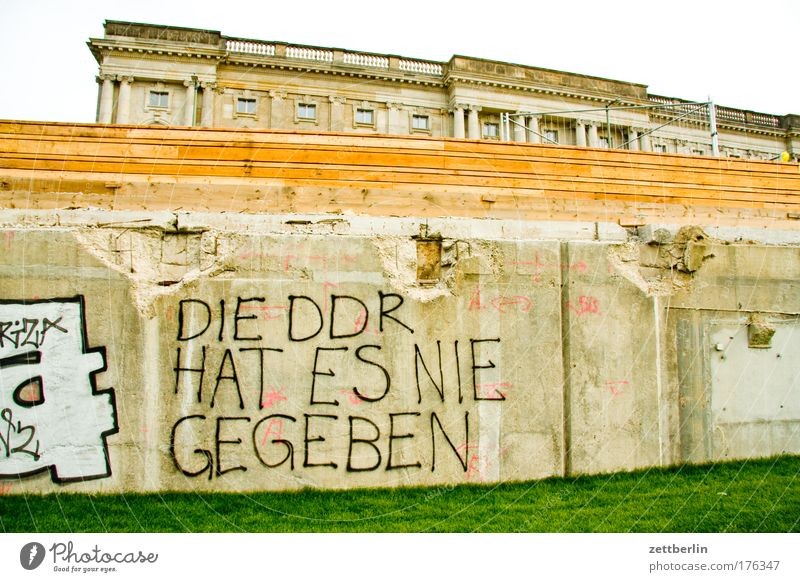 Berlin Meadow Grass Wall (barrier) Concrete Politics and state Lawn Grass surface Castle Capital city Reunification Lawn for sunbathing Swabian Jura Foundations