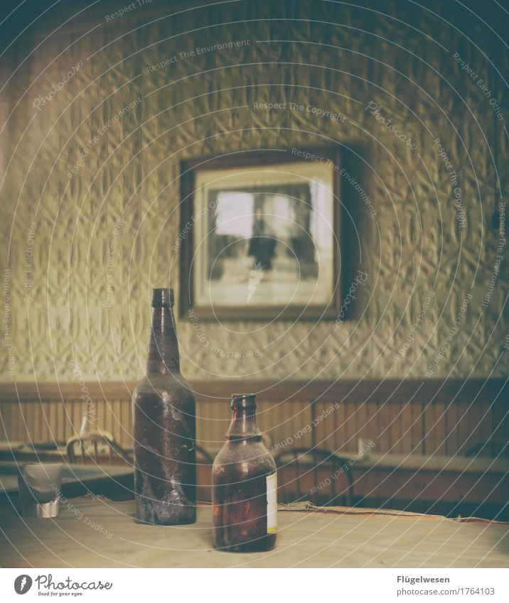 Loneliness USA Broken Rope Drinking Vine Americas Beer Uninhabited Intoxicant Bottle Alcoholic drinks Alcohol-fueled Addiction Western Wooden house
