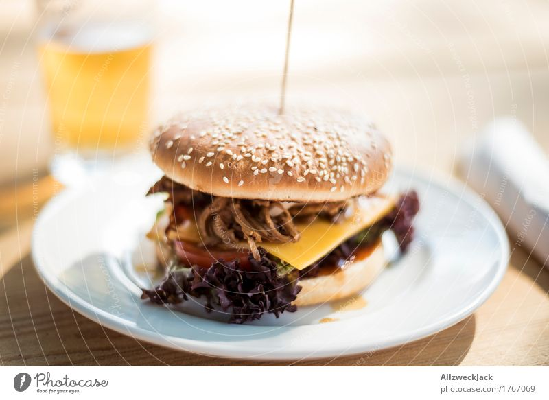 Burger & Beer 2 Food Nutrition Lunch Slow food Hamburger Cheeseburger Alcoholic drinks Plate Esthetic Simple Hip & trendy Delicious To enjoy pulled pork