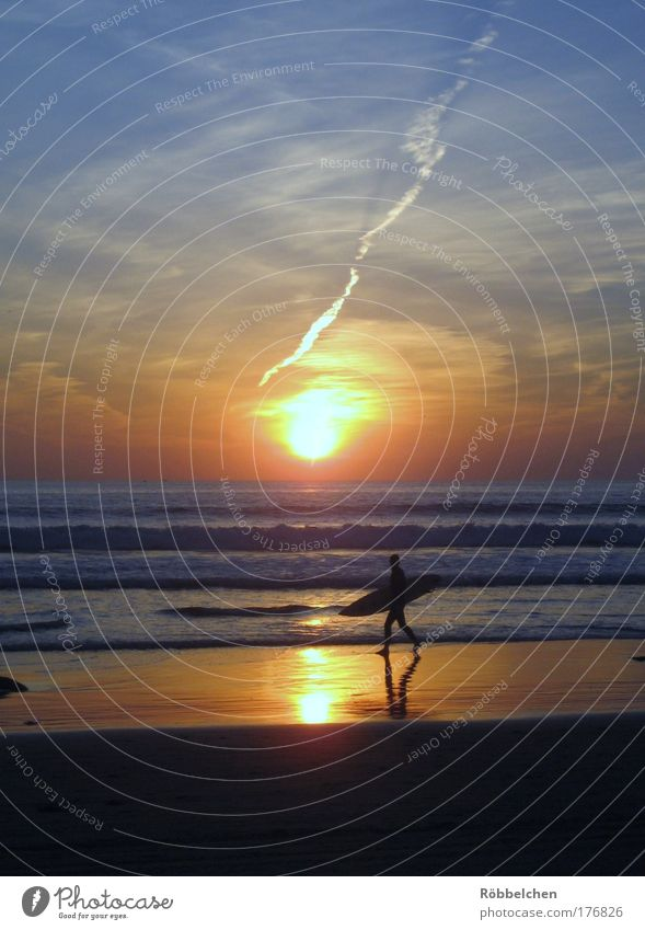Ocean Blue Red Beach Vacation & Travel Calm Far-off places Freedom Contentment Brown Power Waves Going Gold Esthetic