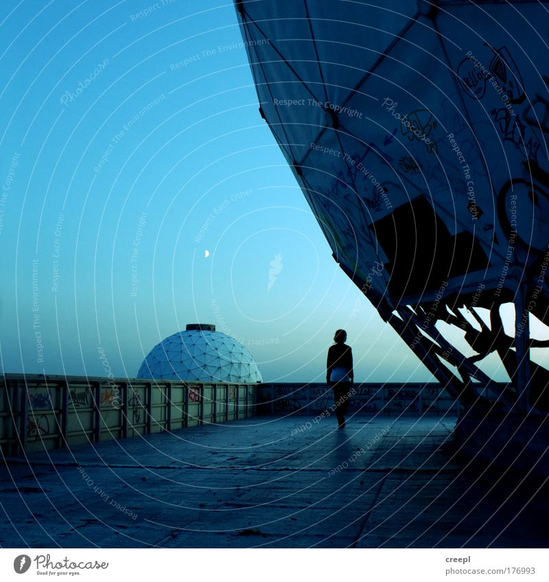 panopticon Subdued colour Exterior shot Experimental Twilight Shadow Silhouette Low-key Full-length Rear view Forward Looking away Adventure Science & Research
