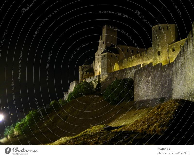 Carcassonne Night Colour photo Exterior shot Deserted Copy Space left Copy Space top Light Shadow Contrast Silhouette Long shot Wide angle Old town Castle Ruin