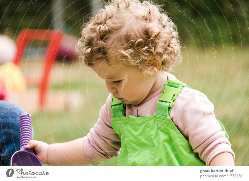 Girls at work Human being Feminine Child Toddler Sister Infancy Life Body Head Hair and hairstyles 1 1 - 3 years Brunette Blonde Curl Work and employment