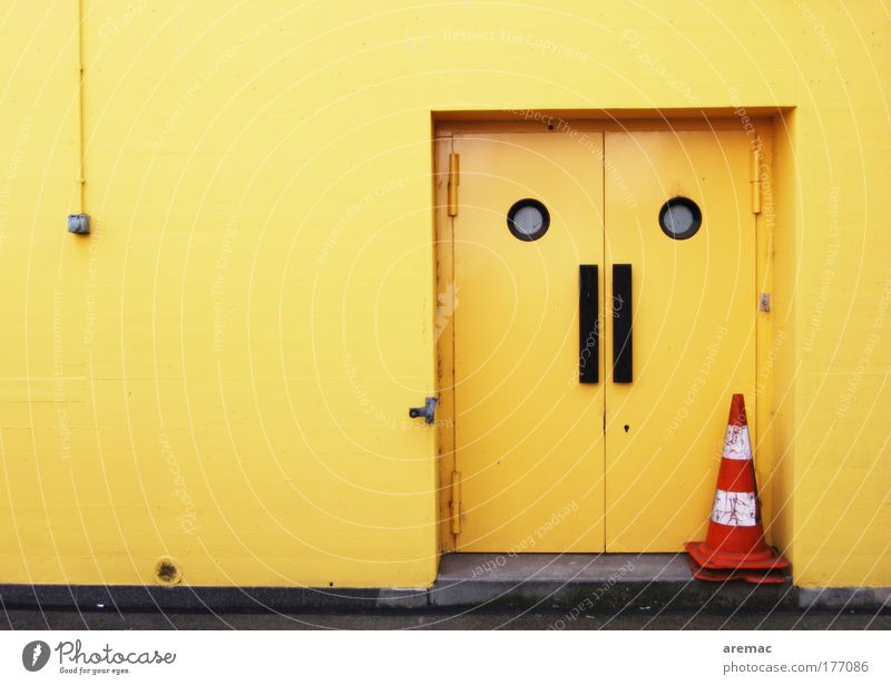 House (Residential Structure) Yellow Work and employment Wall (building) Wall (barrier) Building Door Signs and labeling Factory Gate Hip & trendy