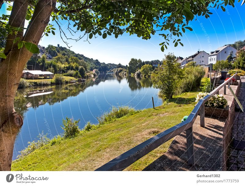 The Lahn near Runkel Vacation & Travel Tourism Cycling tour Mountain Hiking Nature River Village Inland navigation Boating trip Rowboat Relaxation Canoeing
