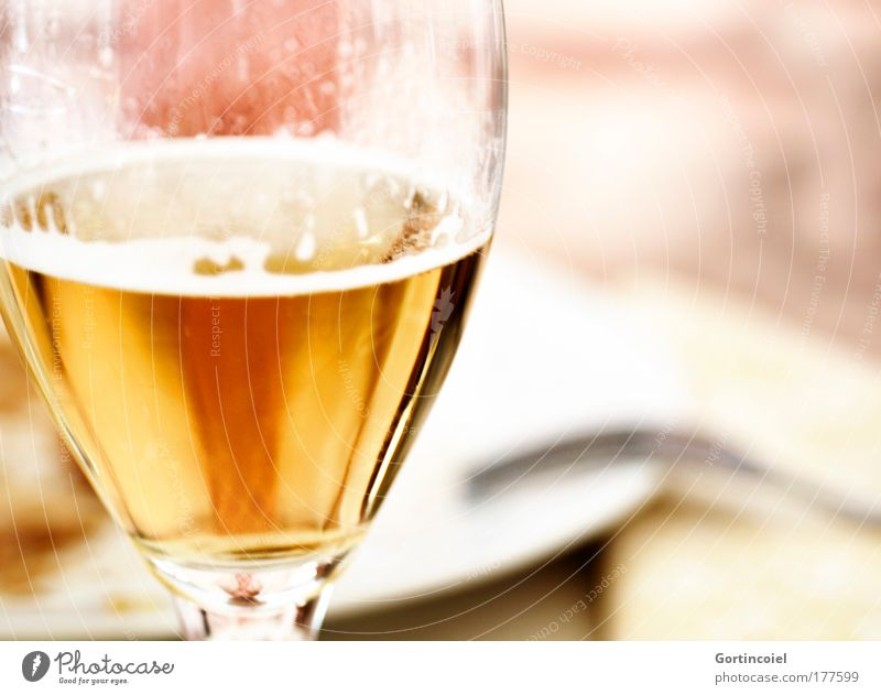 Dining like a king Dinner Beverage Cold drink Alcoholic drinks Beer Glass Froth Beer glass Restaurant Feasts & Celebrations To enjoy Yellow Gold White Noble