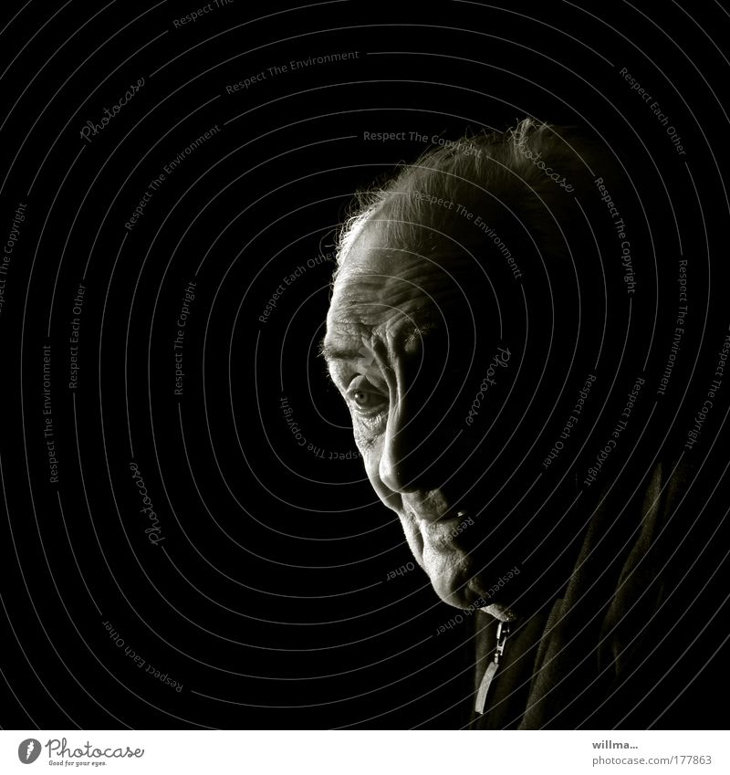 Portrait of a senior citizen, lots of text space Human being Senior citizen Male senior Face portrait Care of the elderly Retirement Grandfather Head Loneliness