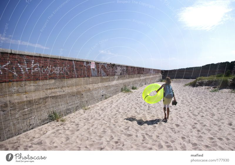 Water Blue Green Red Sun Summer Ocean Beach Yellow Wall (building) Graffiti Gray Warmth Sand Wall (barrier) Air
