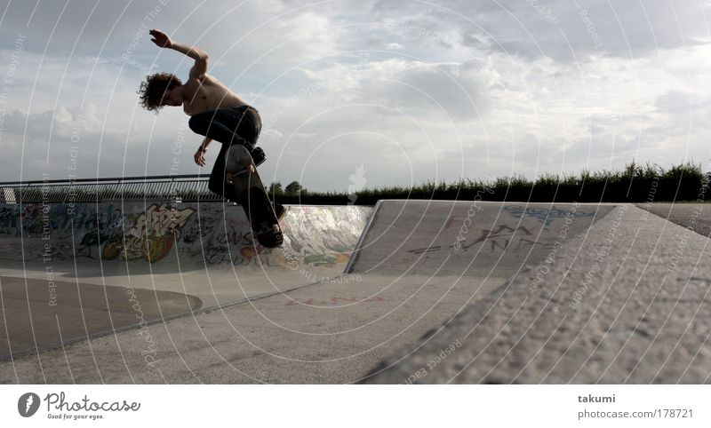 skatebaord panorama Colour photo Subdued colour Exterior shot Day Light Shadow Contrast Sunlight Panorama (View) Forward Downward Style Joy Sports Skateboard