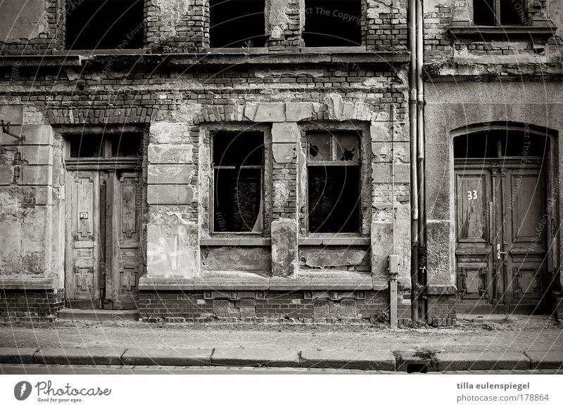 inanimate Black & white photo Exterior shot Deserted Copy Space bottom Day Contrast Long shot Redecorate Leipzig Town House (Residential Structure) Building