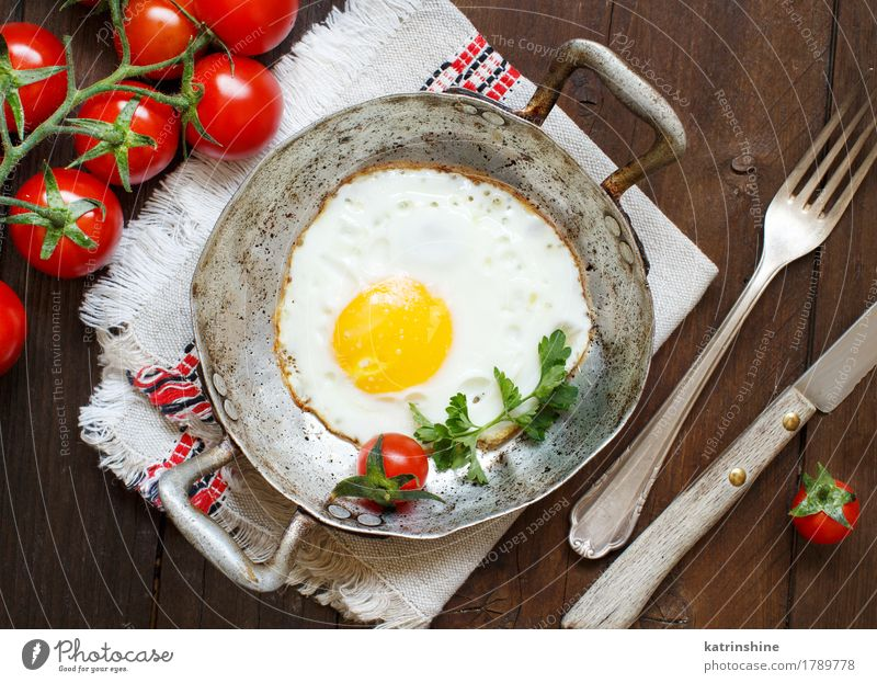 Fried egg with tomatoes and herbs Vegetable Eating Breakfast Dinner Pan Table Wood Fresh Yellow Green Red Cholesterol Eggshell Frying Meal Protein Rustic