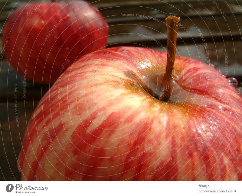 2 apples Red Juicy Healthy Wet Apple Fruit
