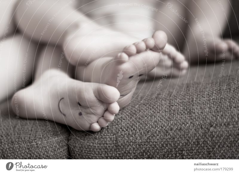 Feet on the couch :-) Human being Masculine Baby Toddler Girl Boy (child) Legs 2 1 - 3 years 3 - 8 years Child Infancy Touch Relaxation Lie Playing Happiness