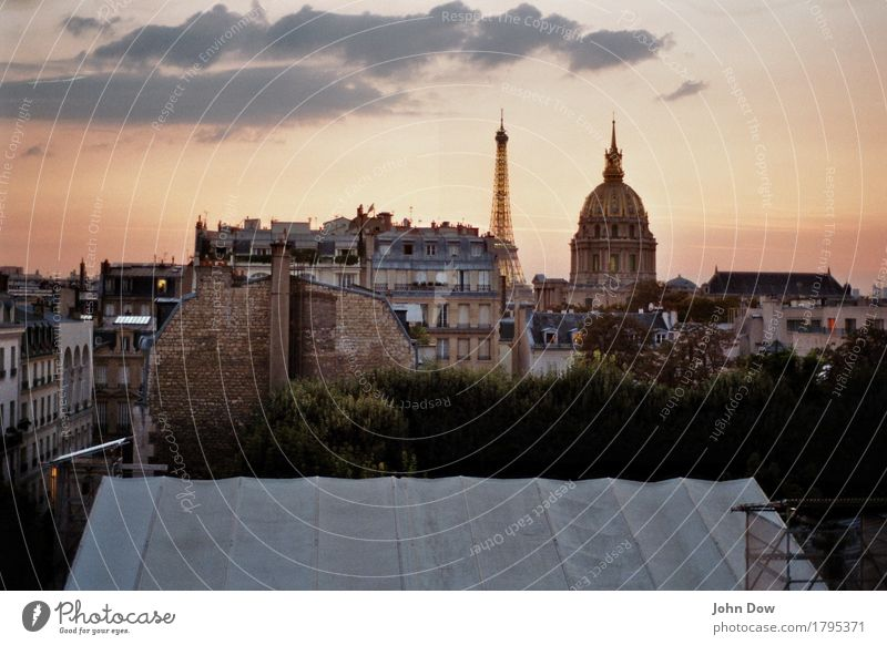 Vacation & Travel City House (Residential Structure) Far-off places Architecture Life Tourism Trip Vantage point Culture Romance Roof Panorama (Format) Old town Infatuation Paris