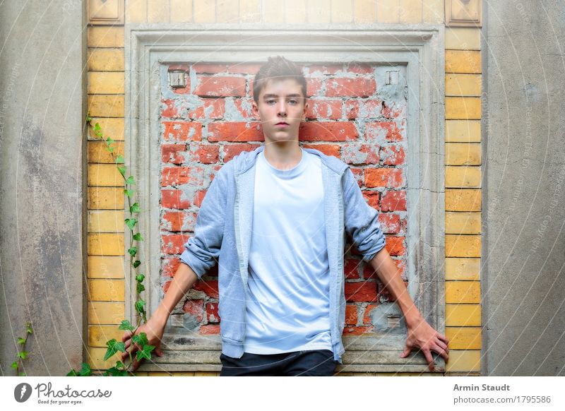 Portrait Lifestyle Style Beautiful Harmonious Human being Masculine Young woman Youth (Young adults) Hand 1 13 - 18 years Wall (barrier) Wall (building) Fashion